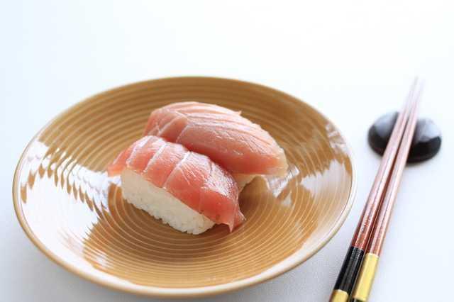 【飲食トリビア】回転寿司は「右回り」?「左回り」?