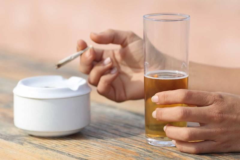 受動喫煙防止対策とは? 個人飲食店はいつから何に取り組めばいいかを解説