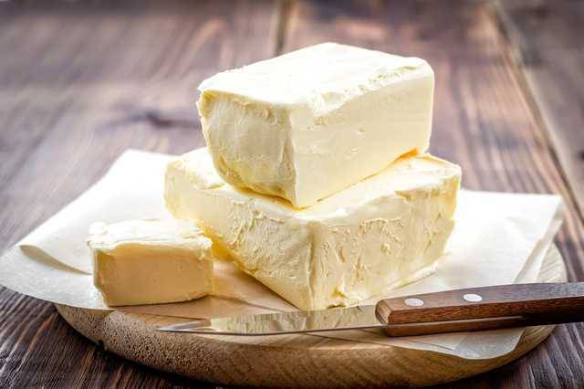 【飲食トリビア】もうくっつかない! ナイフを汚さずバターをカットする方法