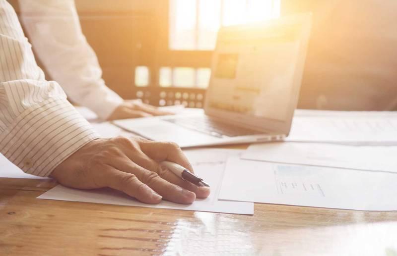 売上管理ソフトは無料、有料どっちが最適?|機能比較とソフトの選び方