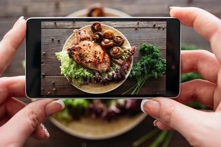 インスタ映えする写真が撮れる無料カメラアプリ3選 飯テロ画像で集客!